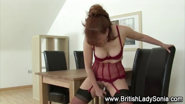 european slut acquires herself off with dildo