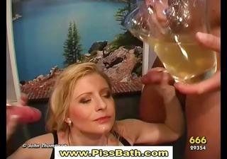 make water drinking wench gets goldenshower in