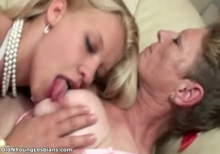 sexy blonde lesbo goes crazy sucking