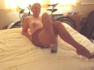 obese mature blonde in hose gives this guy a