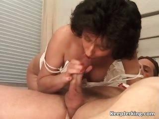 mature brunette hair slut receives unshaved pussy