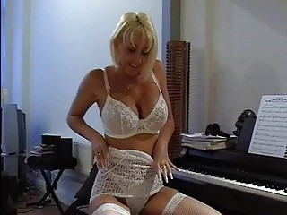 busty blonde d like to fuck in hawt lace lingerie