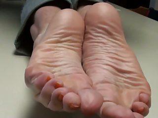 cum on mommys feet