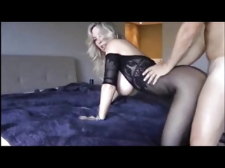 milf with big boobs make a clip at home