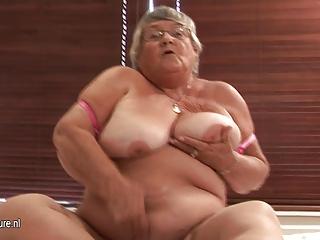 old amateur granny masturbate on webcam