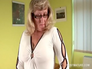 stockinged mature in glasses toying her fuck